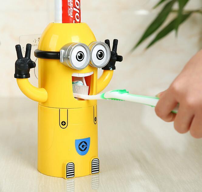 Le Super Mignon Distributeur Automatique de Dentifrice
